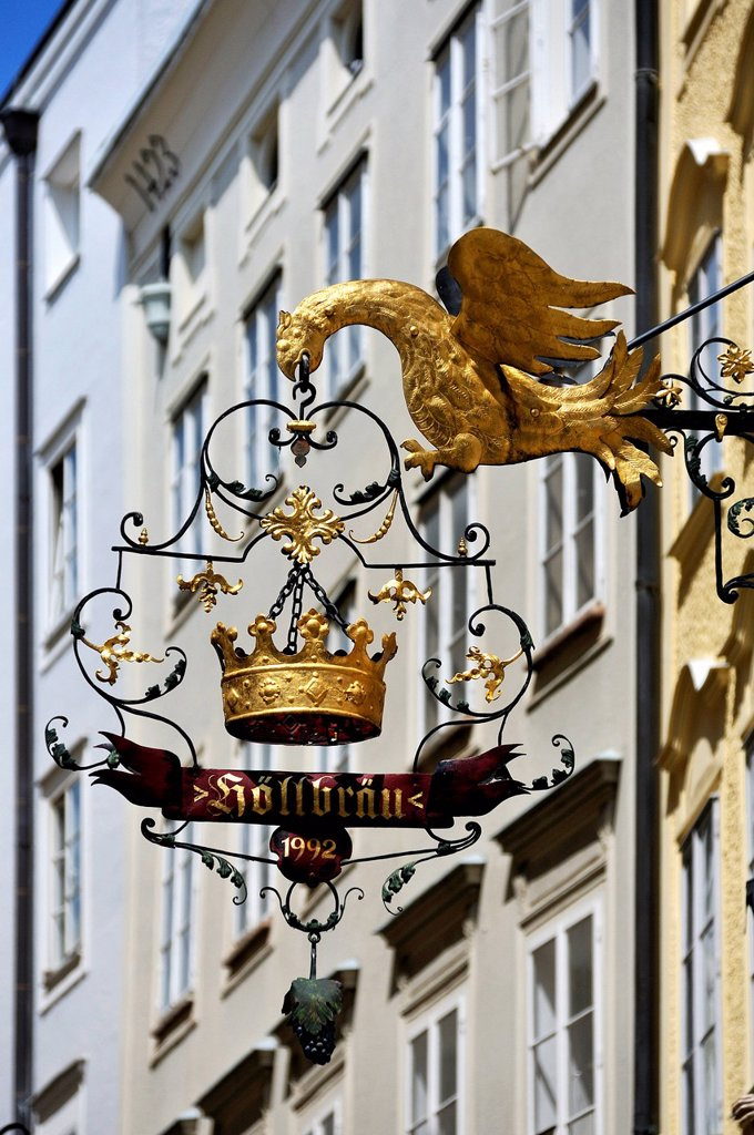Stock Photo: 1848-622986 Hanging sign with an eagle and a crown for the restaurant Hoellbraeu, Judengasse, Jewish Lane, Salzburg, Salzburg Province, Austria, Europe
