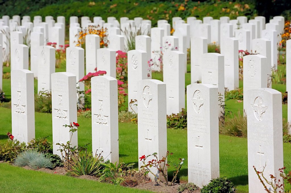 Stock Photo: 1848-624392 Grave stones in Airborne Cemetery, Arnhem Oosterbeek War Cemetery, Oosterbeek, Arnhem, Gelderland, Netherlands, Europe