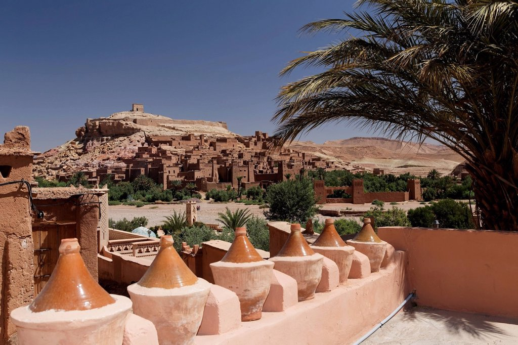 Stock Photo: 1848-624765 Tagine or Tajine pots in front of the Ksar of Ait_Ben_Haddou, UNESCO World Heritage Site, near Ouarzazate, Souss_Massa_Draâ, Morocco, Maghreb, North Africa, Africa