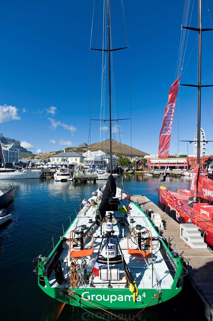 Volvo Ocean Race crews at the V&A Waterfront marina preparing for the 2nd leg of the regatta from Cape Town, South Africa, to Abu Dhabi, Cape Town, South Africa, Africa : Stock Photo