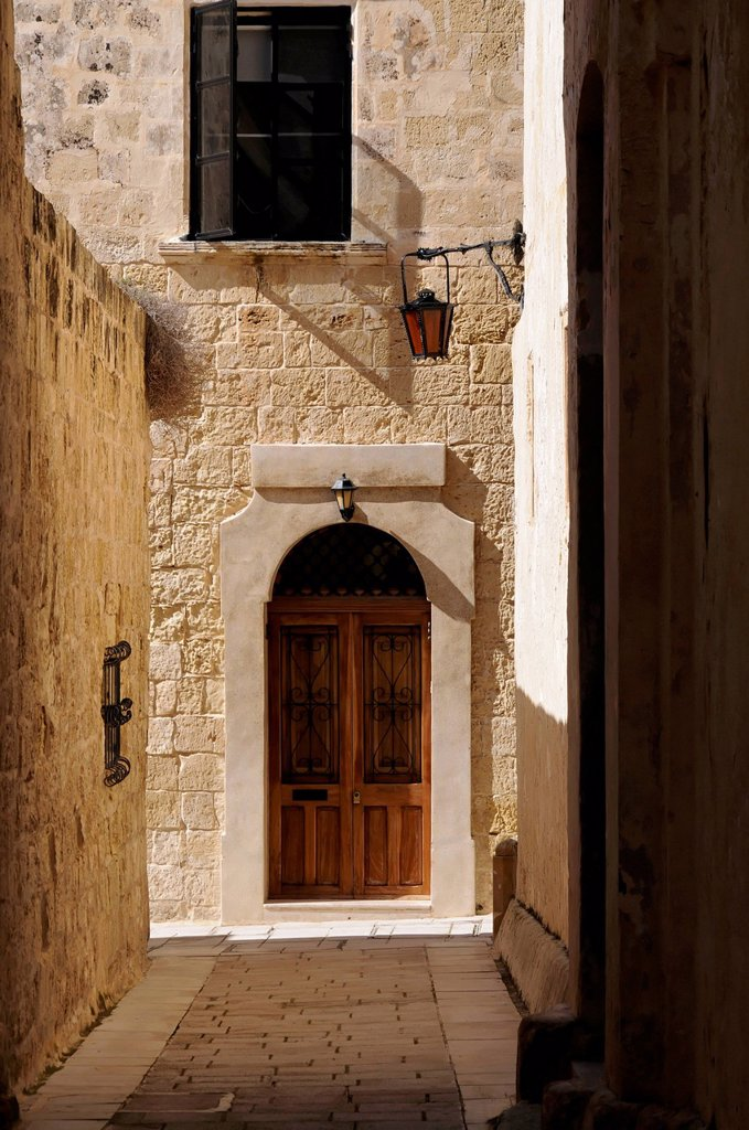 Door, narrow side street, Mdina, Città Vecchia, or Città Notabile, Malta, Europe : Stock Photo