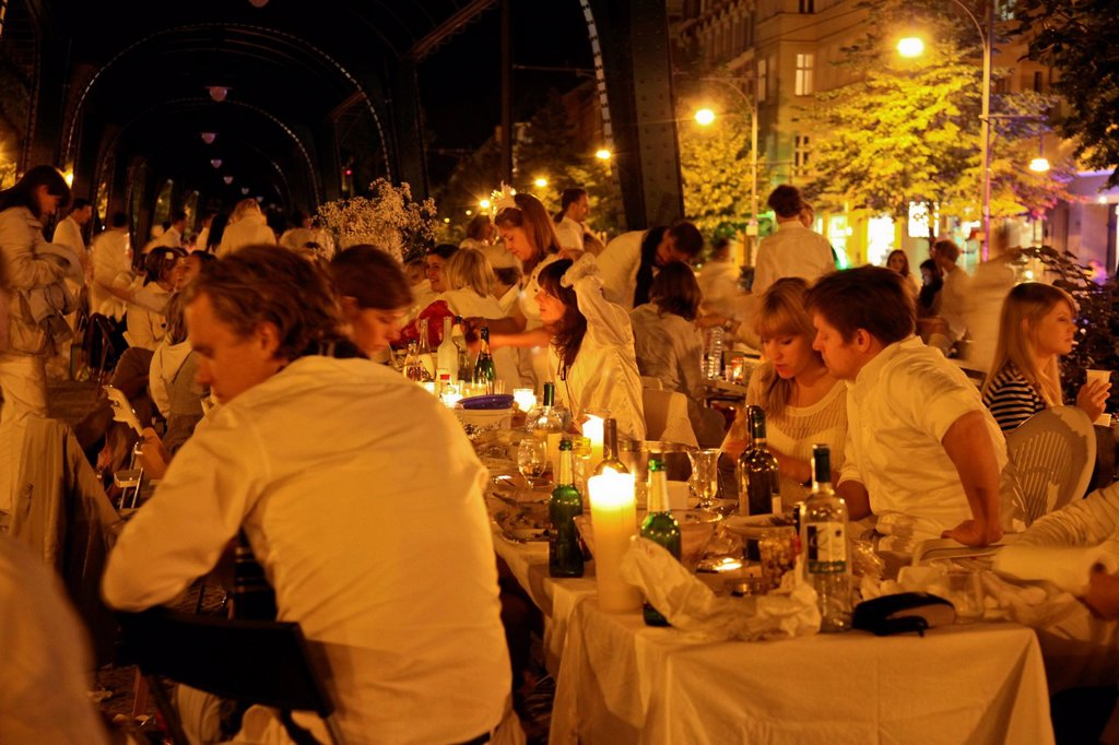 Stock Photo: 1848-626593 Dîner en blanc, flashmob gala dinner with everyone dressed in white, more than 2000 participants, underneath the above the ground subway line at Schoenhauser Allee, Prenzlauer Berg, Berlin, Germany, Europe