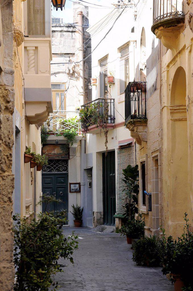 Narrow side street, Mdina, Città Vecchia, or Città Notabile, Malta, Europe : Stock Photo