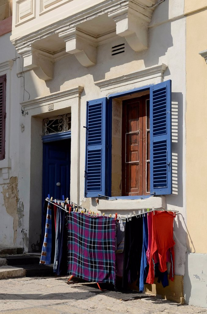 Laundry rack next to the entrance of a house, old town of Valletta, Malta, Europe : Stock Photo