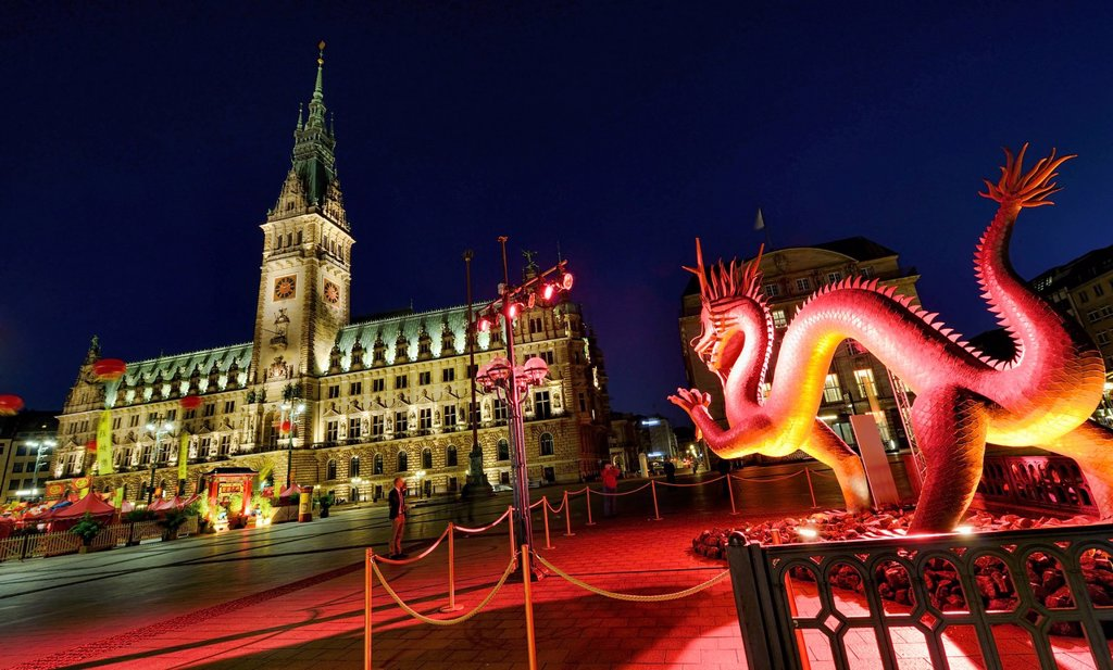 Sculpture of a copper dragon in Rathausmarkt square for China Time 2012 in Hamburg, Germany, Europe : Stock Photo