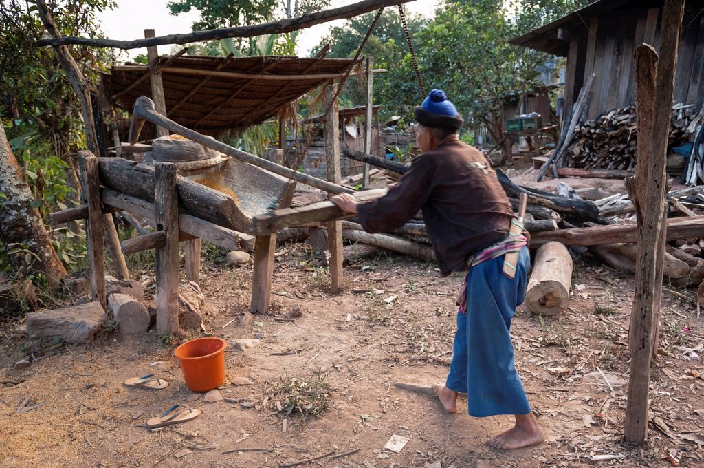 Stock Photo: 1848-629748 Husband working on a corn mill, village of hill tribe people, Hmong people, northern Thailand, Thailand, Asia