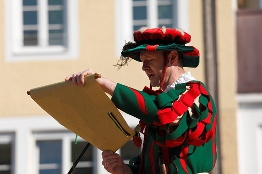 Stock Photo: 1848-63051 Herold, historic sword dance, Georgiritt, George´s Ride, Easter Monday procession, town square, Traunstein, Chiemgau, Upper Bavaria, Bavaria, Germany, Europe