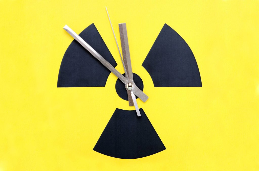 Stock Photo: 1848-631673 Atomic symbol with clock hands set at 11:55, symbolic image for to phase_out nuclear power