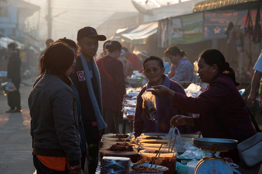Stock Photo: 1848-631692 Food stall at a market, Bin Hin Taek or Therd Thai or Thoed Thai, Northern Thailand, Thailand, Asia