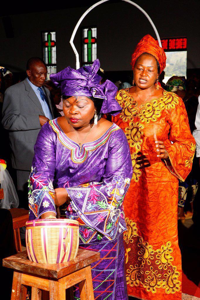 Woman during the collection, wedding, Bamenda, Cameroon, Africa : Stock Photo