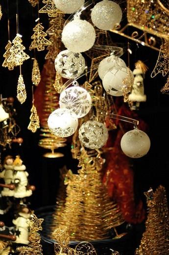 Stock Photo: 1848-64703 Baubles, Christmas market, Belvedere, Vienna, Austria
