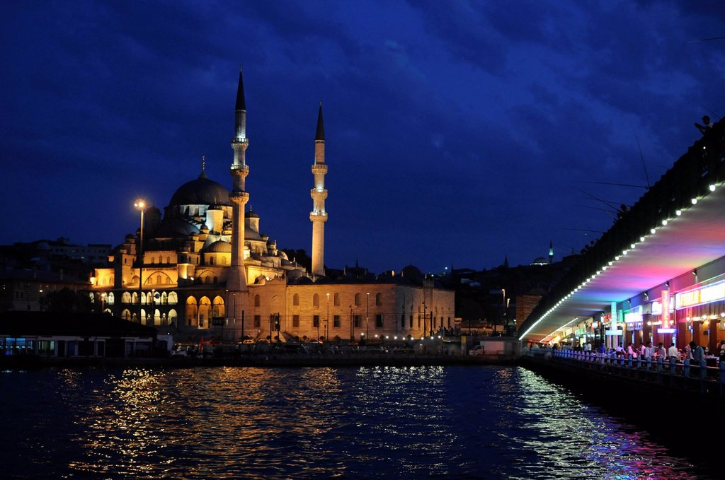 Yeni Cami Mosque at the blue hour, historic town centre, Istanbul, Turkey, Europe : Stock Photo