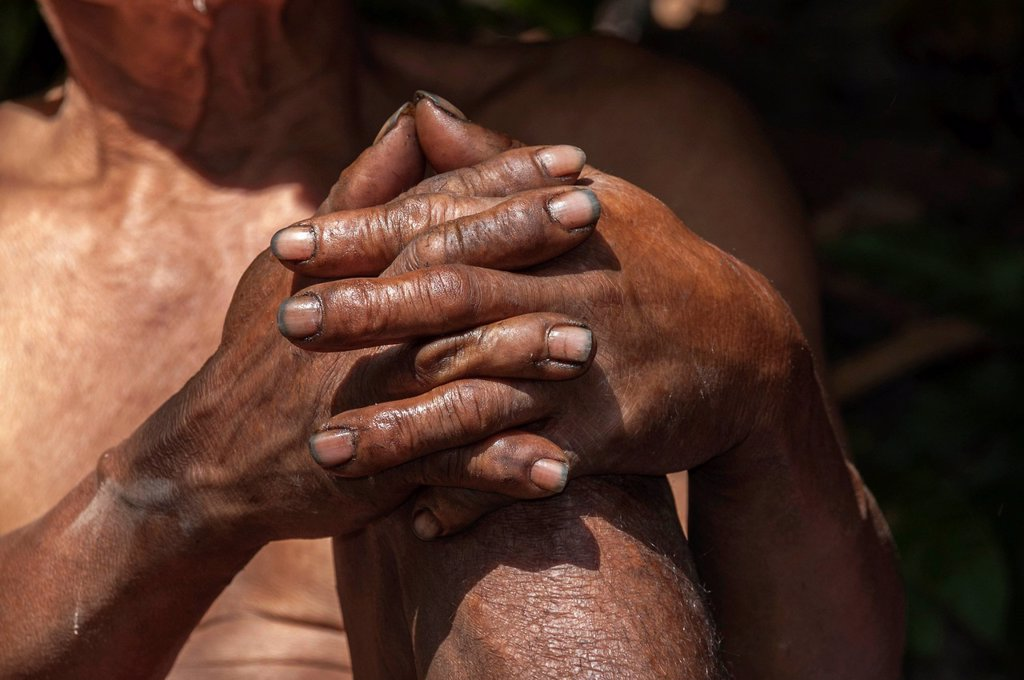 Stock Photo: 1848-648545 Folded hands, elderly man from the Mlabri, Mrabri, Yumbri, Ma Ku or Spirits of the Yellow Leaves hill tribe, ethnic minority, nomads, Northern Thailand, Thailand, Asia
