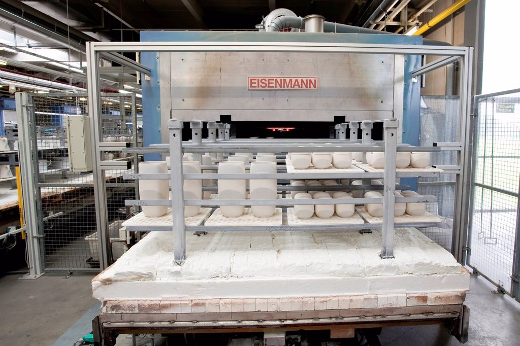 Kiln from the Eisenmann company in the production of tableware at the porcelain manufacturer Rosenthal GmbH, Speichersdorf, Bavaria, Germany, Europe : Stock Photo