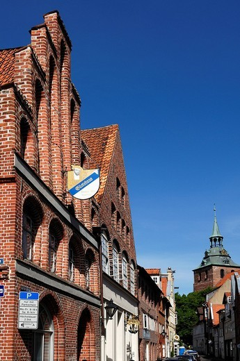 Old gabled houses, St Michaeliskirche Church, in the back, brick Gothic, 1412, Lueneburg, Lower Saxony, Germany, Europe : Stock Photo