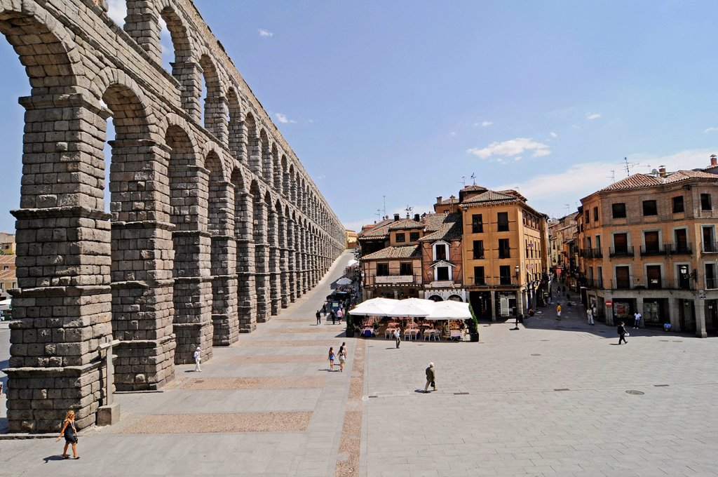 Stock Photo: 1848-651333 Roman aqueduct, UNESCO World Heritage Site, Segovia, Castile and León, Spain, Europe, PublicGround