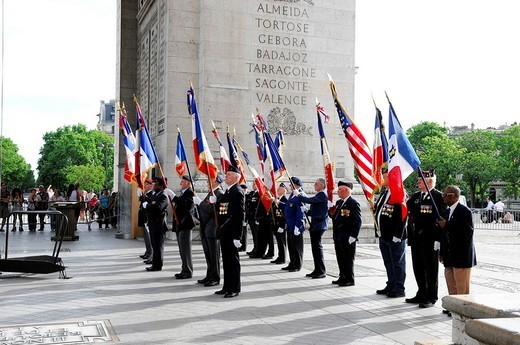 Parade with veterans, Arc de Triomphe, Paris, France, Europe : Stock Photo