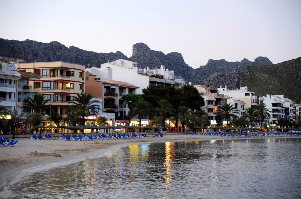 Beach in the evening, mountains at back, Puerto de Pollensa, Port de Pollenca, Majorca, Balearic Islands, Mediterranean Sea, Spain, Europe : Stock Photo