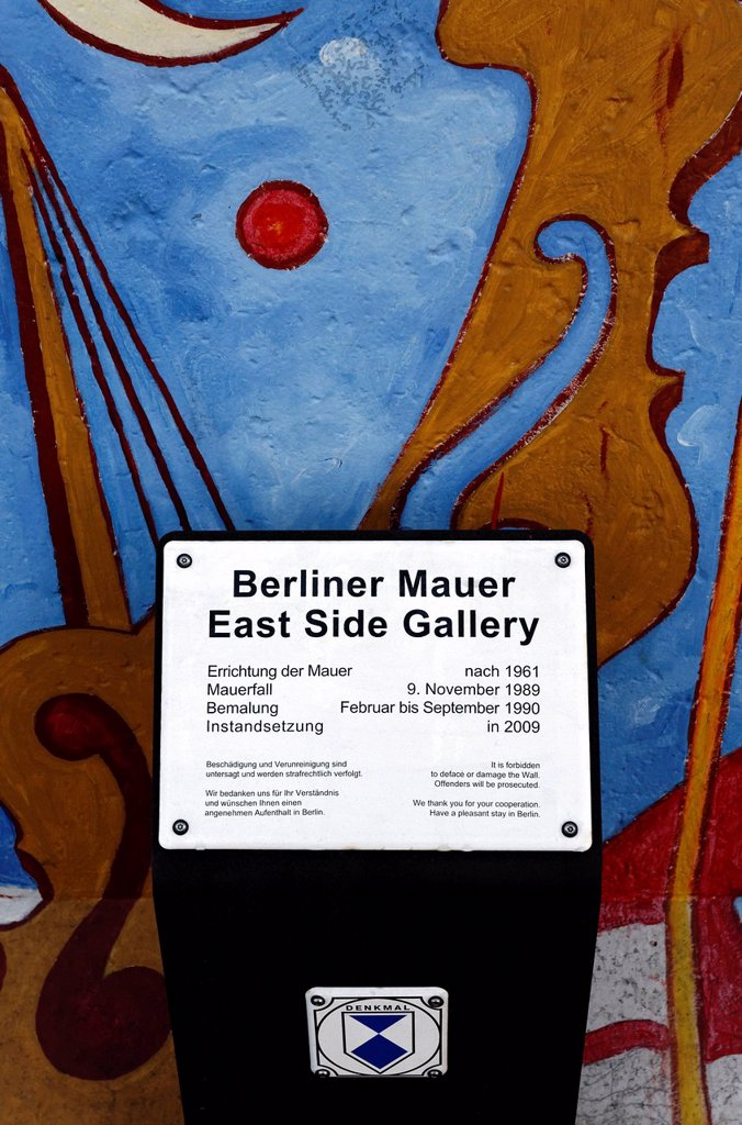 Stock Photo: 1848-651701 Listed building sign in front of the East Side Gallery, remants of the Berlin Wall, Friedrichshain district, Berlin, Germany, Europe