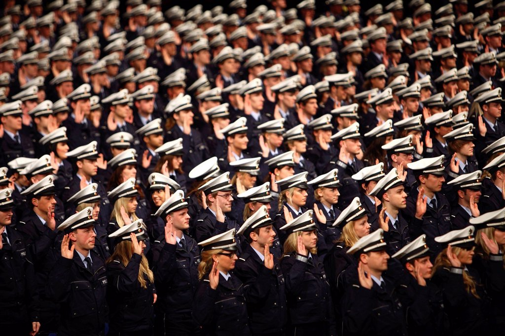 Stock Photo: 1848-651755 Swearing_in ceremony of 1100 policemen and policewomen to the NRW Police Force, Class of 2010, in the Grugahalle in Essen, North Rhine_Westphalia, Germany, Europe