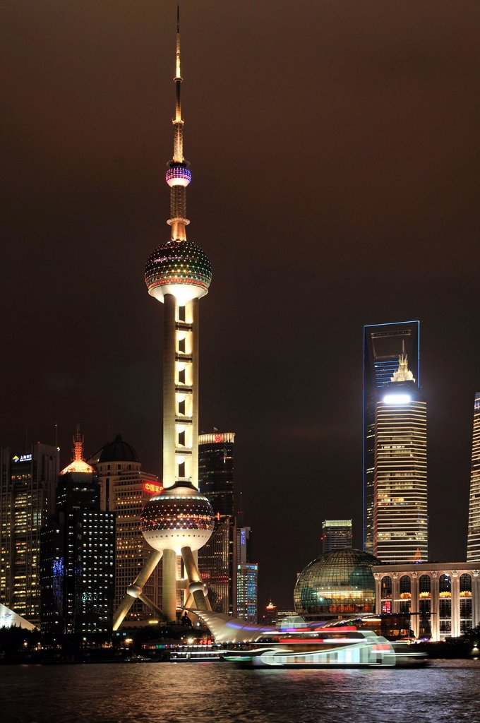 Stock Photo: 1848-652602 Oriental Pearl Tower, skyline on the Bund promenade, Huangpu River, Shanghai, China, Asia