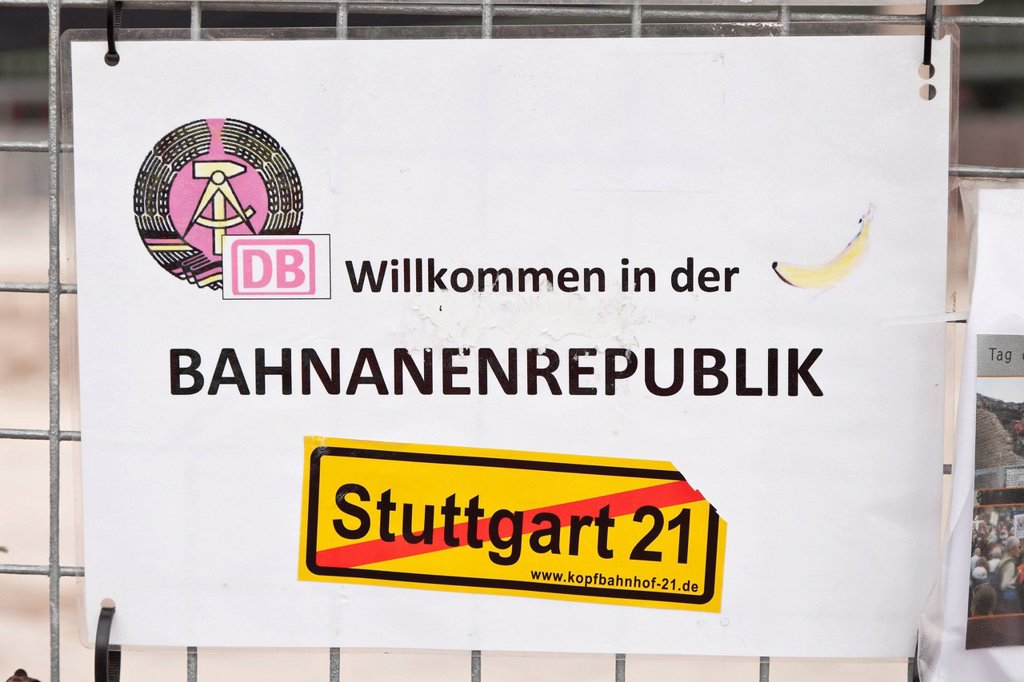 Stock Photo: 1848-652800 Protest poster Willkommen in der Bananenrepublik, German for welcome to the banana republic, protest against the Stuttgart 21 railway project on a site fence at Stuttgart´s main station, Stuttgart, Baden_Wuerttemberg, Germany, Europe