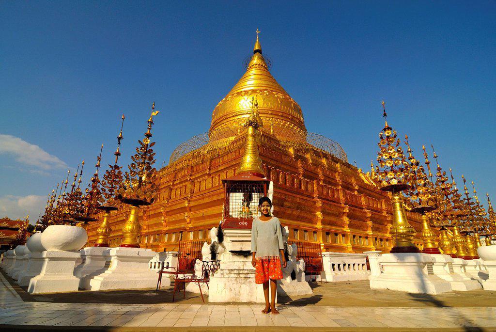 Girl in front of the Shwezigon Pagoda, Bagan, Myanmar, Burma, Southeast Asia, Asia : Stock Photo