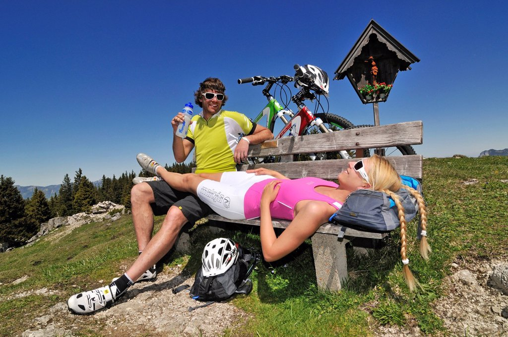 Mountain bikers taking a break, Eggenalm alp, Reit im Winkl, Chiemgau, Bavaria, Germany, Europe : Stock Photo
