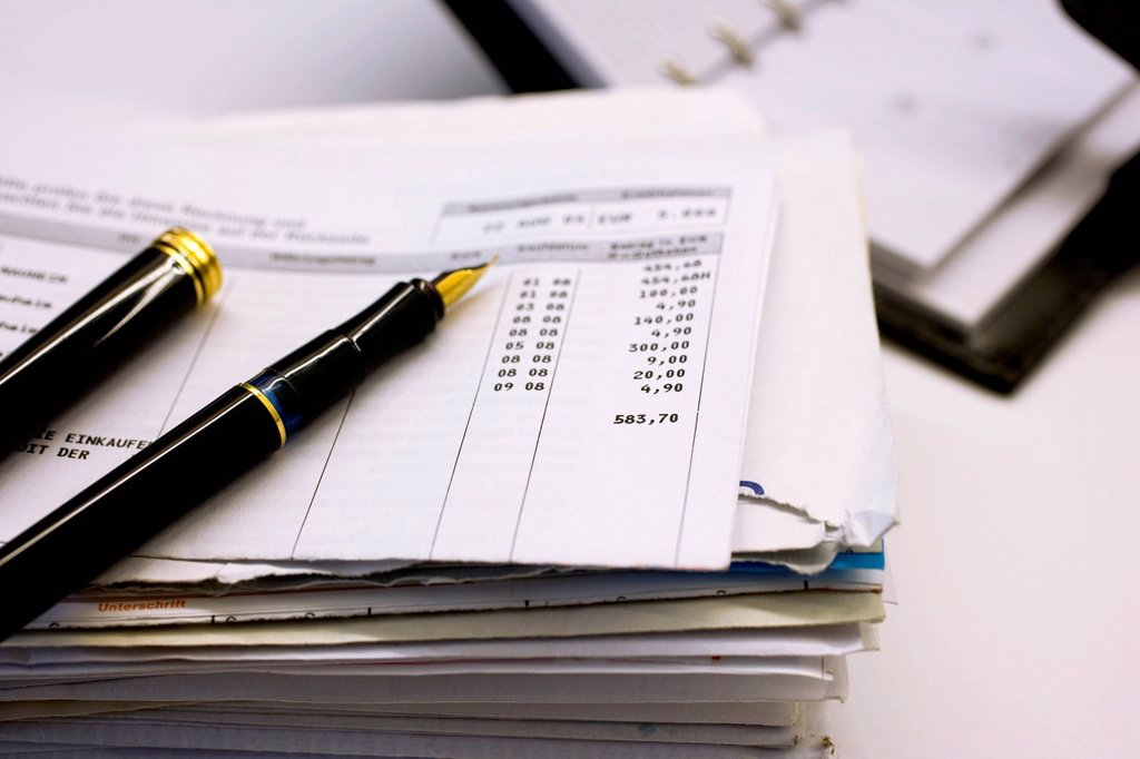 Stack of lettes, fountain pen, bank statement, filofax, personal organiser, diary : Stock Photo