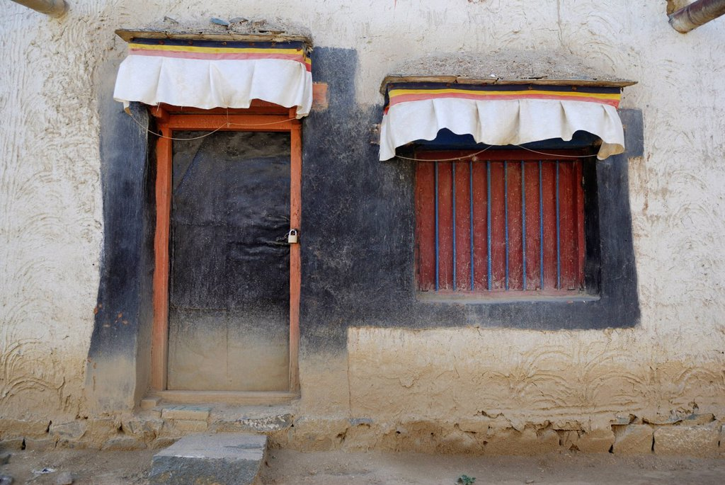 Door and window, Tashilhunpo Monastery, Shigatse, Tibet, China, Asia : Stock Photo