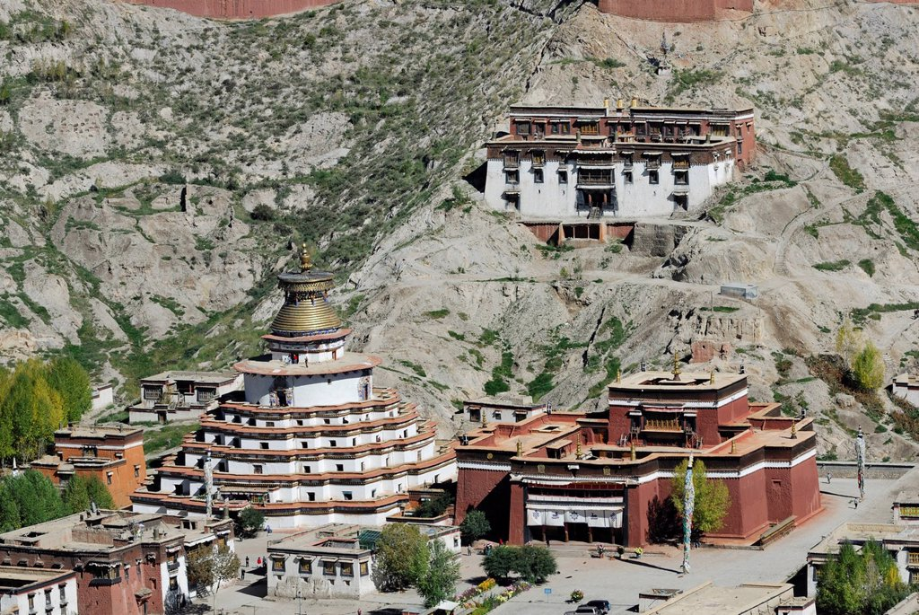 Stock Photo: 1848-657295 View over the Paelkhor Monastery Complex, Pelkhor Chode, Tsuglagkhang, Kumbum, Rinding Monastery, Gyantse, Tibet, China, Asia