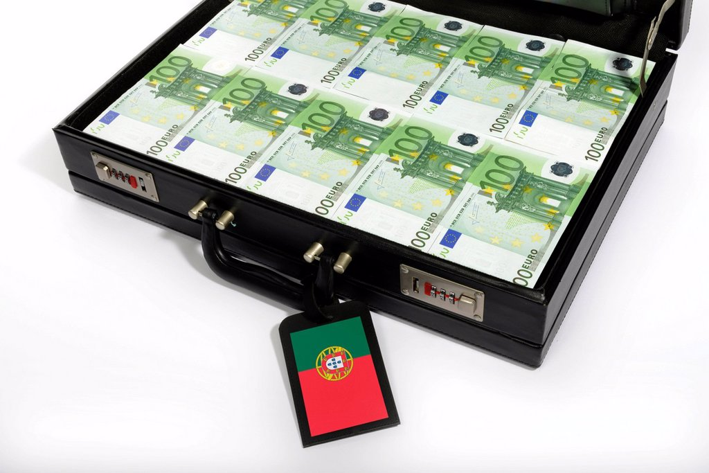 Stock Photo: 1848-659873 Symbolic image, fragile, vulnerable euro_zone countries, 100_euro banknotes, banknotes in a briefcase, briefcase filled with money, money case, luggage tag, flag of Portugal