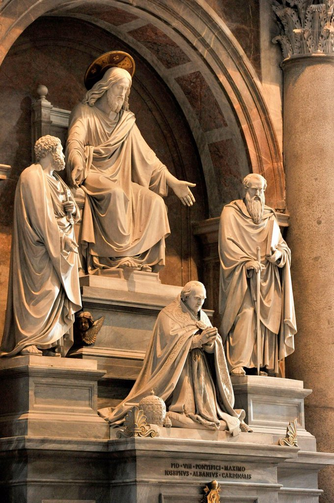 Monument to Pope Pius VIII with Jesus Christ and the apostles Peter and Paul, St. Peter´s Basilica, Vatican, Rome, Lazio region, Italy, Europe : Stock Photo