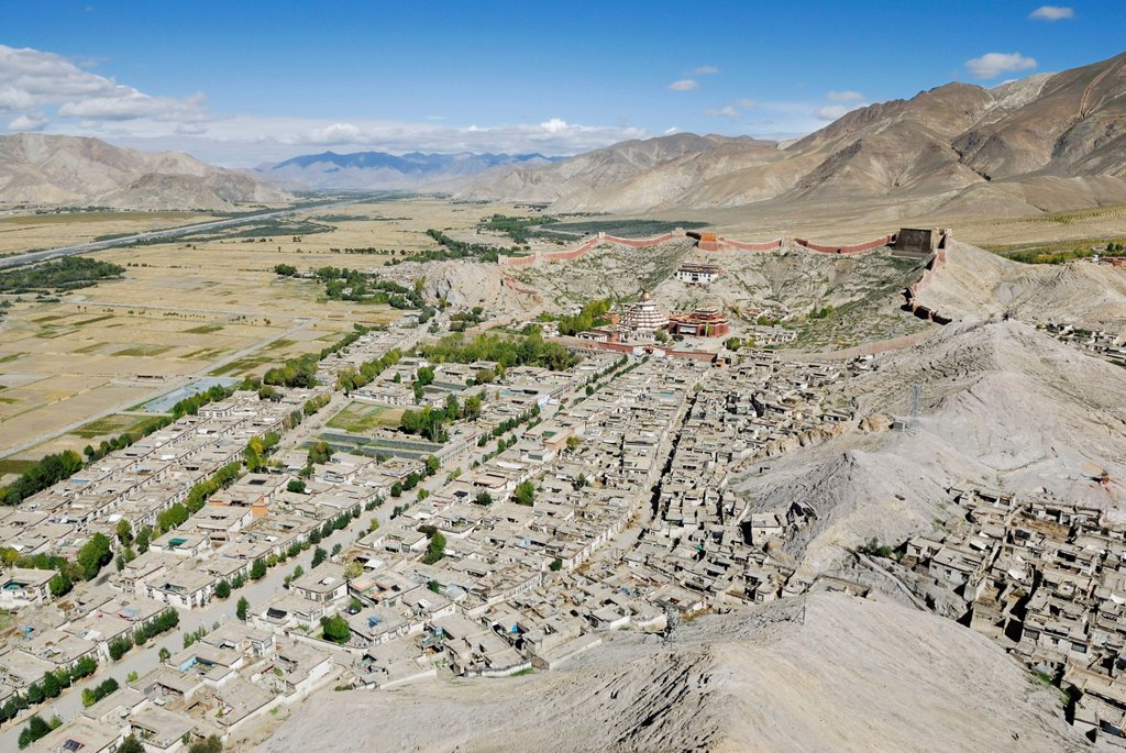 Stock Photo: 1848-660871 View from Dzong towards the historic town centre and the Paelkhor Monastery Complex, Pelkhor Choede, Gyantse, Tibet, China, Asia