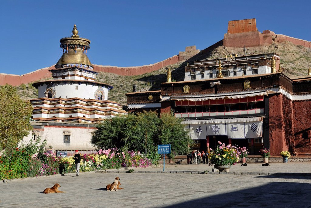 Stock Photo: 1848-661693 Kumbum stupa and monastery Paelkhor, Pelkhor Chode, Gyantse, Gyangze, Tibet, China, Asia