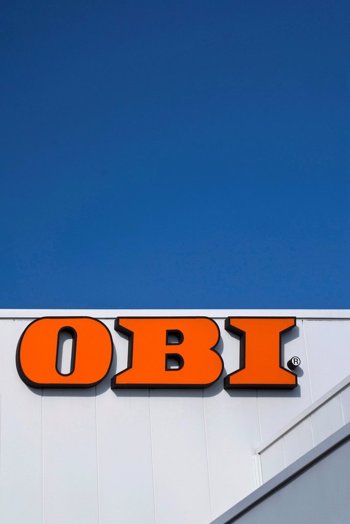 Stock Photo: 1848-662097 OBI logo, Bau_ und Heimwerkermaerkte GmbH & Co. Franchise Center KG, building, DIY and home improvement store