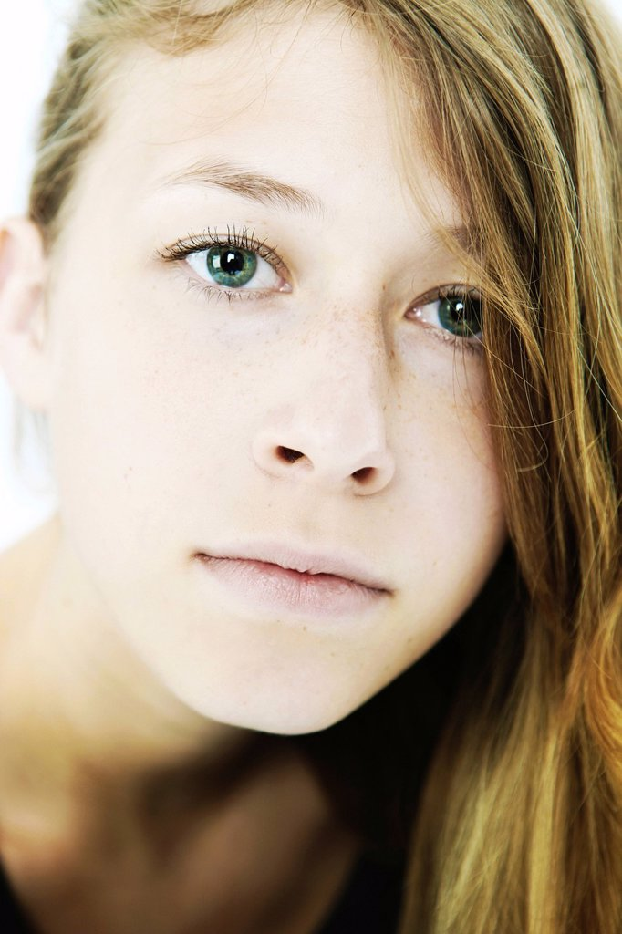 Stock Photo: 1848-662139 Young woman, portrait