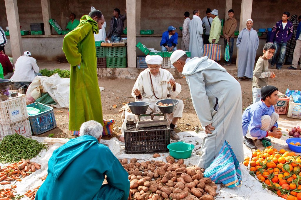 Men wearing Djellabas, traditional robes, on the vegetable market in Tinezouline, Draa valley, Morocco, Africa : Stock Photo