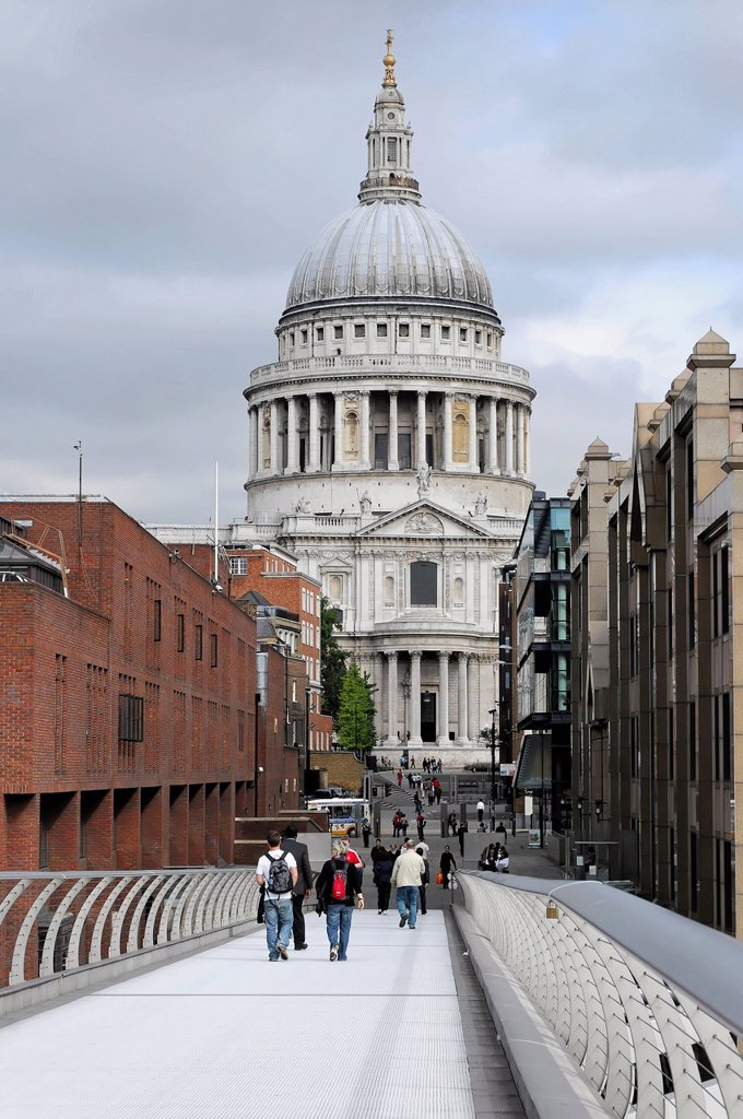 Millennium Bridge and St. Paul´s Cathedral, London, England, United Kingdom, Europe : Stock Photo