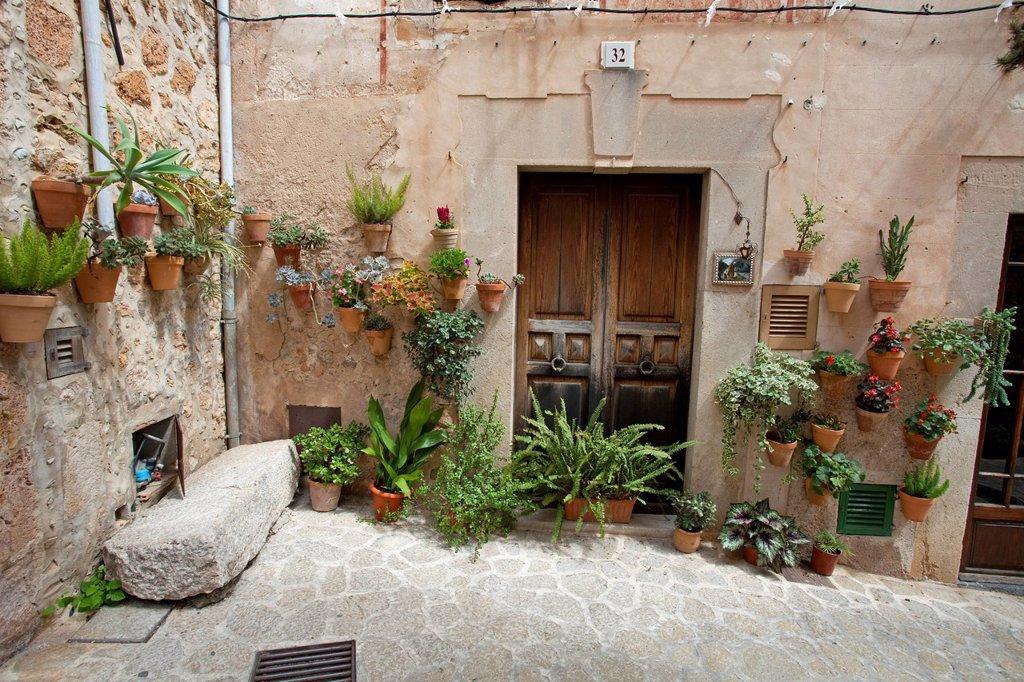 Stock Photo: 1848-663518 Alley, house in Valldemossa, Comarca Serra de Tramuntana region, Majorca, Balearic islands, Spain, Europe
