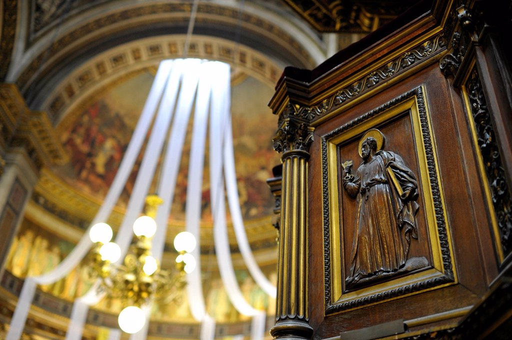 Interior, view from the side altar on the choir, church Église de la Madeleine or L´église Sainte_Marie_Madeleine, Paris, France, Europe : Stock Photo