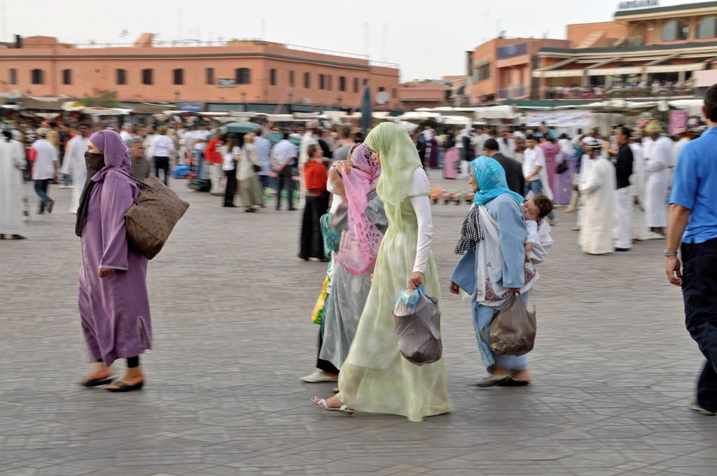 Stock Photo: 1848-665132 Moroccan women, Djemaa el Fna, Medina, old town, UNESCO World Heritage Site, Marrakech, Morocco, Africa