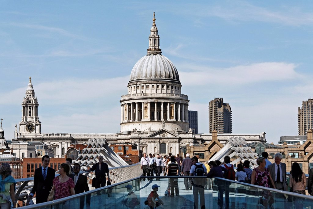 Stock Photo: 1848-666393 Millennium Bridge toward St. Paul´s Cathedral, modern pedestrian bridge over the River Thames, London, England, United Kingdom, Europe