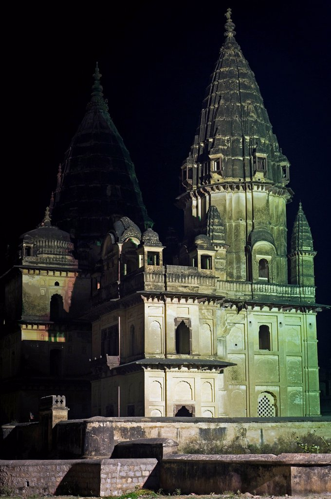 Stock Photo: 1848-668557 Chhatri, cenotaph or grave monument, Orchha, Madhya Pradesh, North India, India, Asia