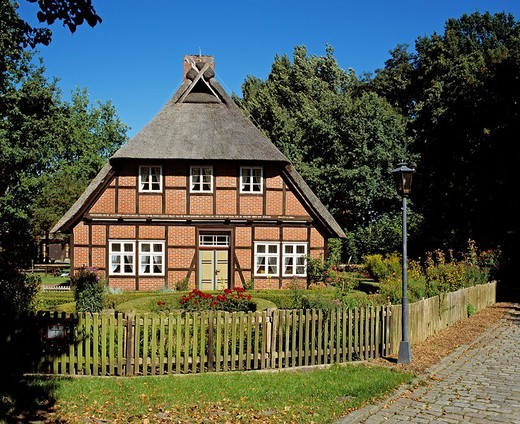Traditional Lueneburg Heath house at Schroeers Hof, Neuenkirchen, Lower Saxony, Germany : Stock Photo