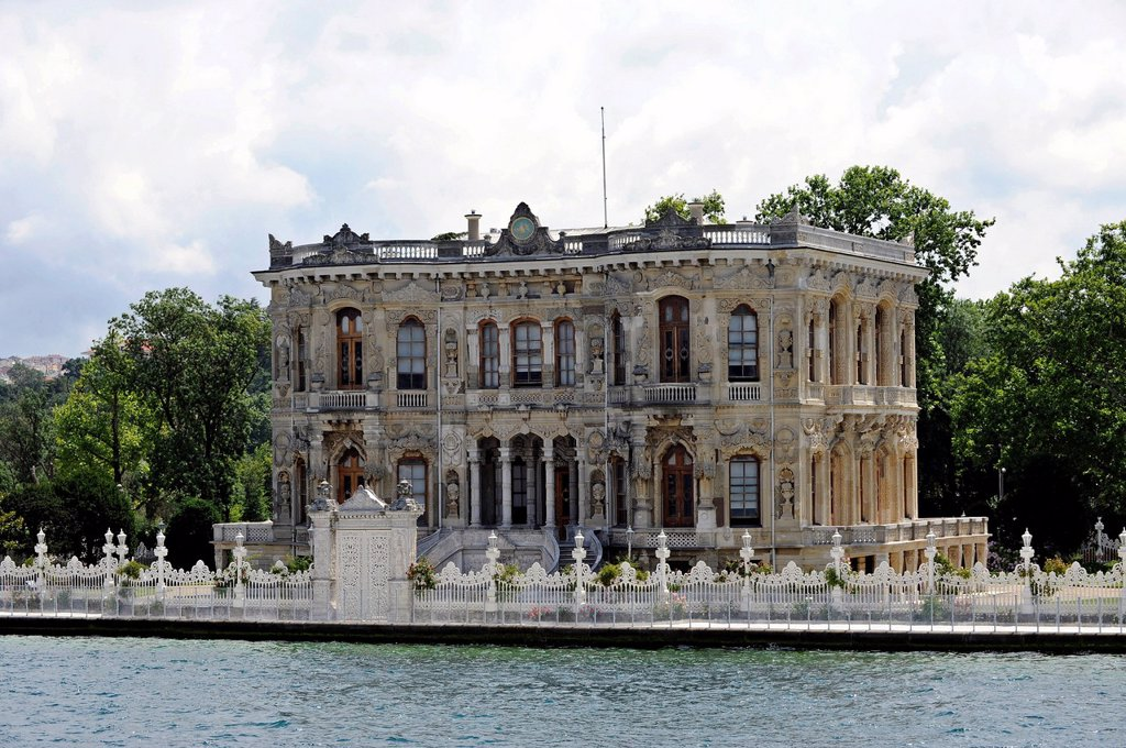 Kueçueksu palace or Kueçueksu Kasri, mansion, Ottoman palace, Bosphorus, Bogazici, Asian banks, Beykoz, Istanbul, Turkey : Stock Photo
