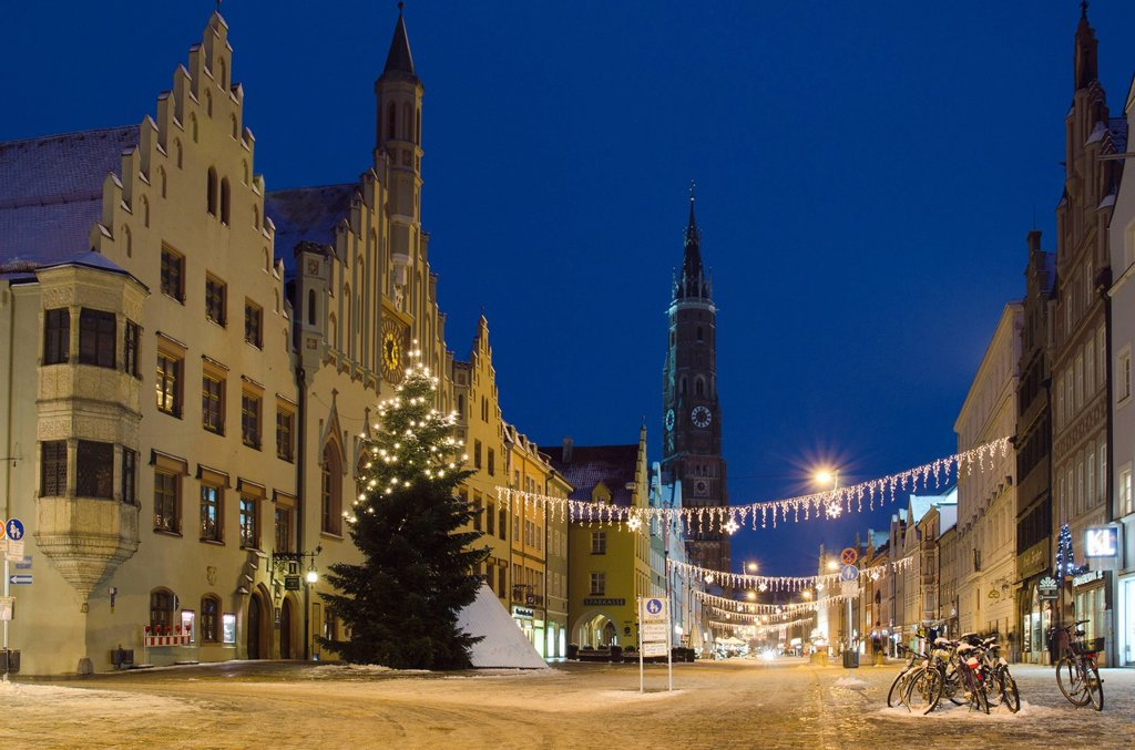 Stock Photo: 1848-671026 Old town with St. Martin´s Church and Christmas tree in winter, Landshut, Lower Bavaria, Bavaria, Germany, Europe