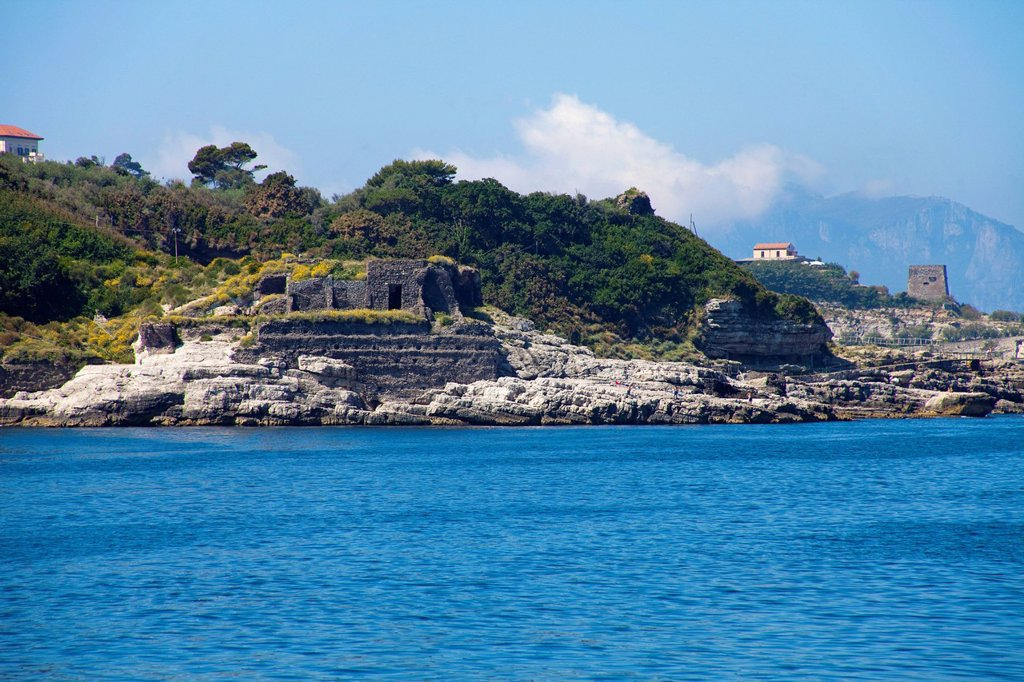 Remains of a Greek temple of Minerva, on the right the Torre Montalto guard tower, Punta Campanella, Sorrento Peninsula, Gulf of Naples, Campania, Italy, Mediterranean, Europe : Stock Photo