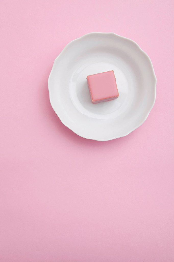 Stock Photo: 1848-671420 Pink chocolate on a plate, dessert