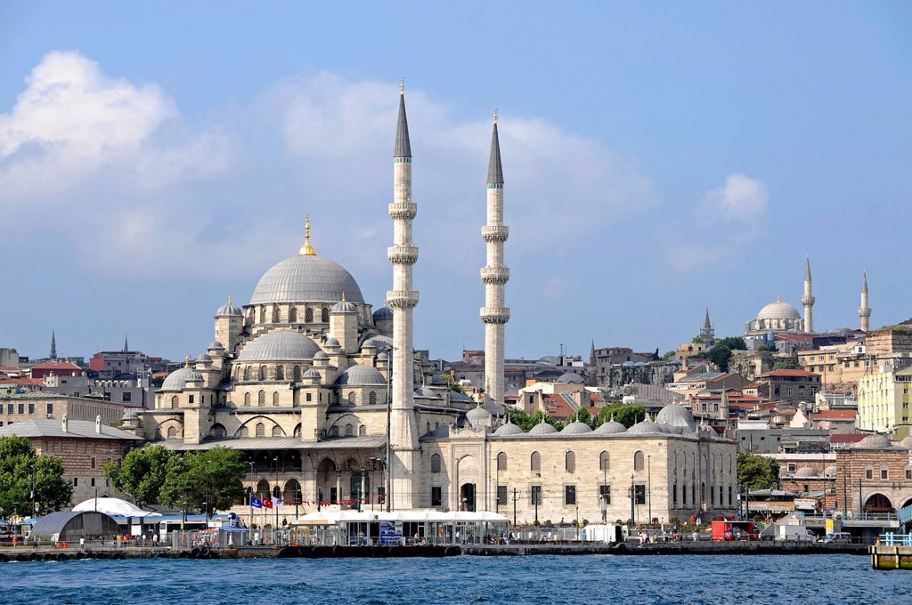 Stock Photo: 1848-672931 Yeni Cami or New Mosque, Eminonu district, Golden Horn, Halic, Bosphorus, Bogazici, Istanbul, Turkey